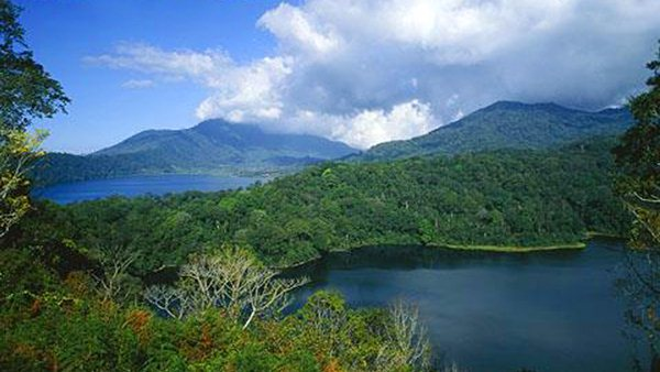 Image result for Danau Tamblingan danau buyan